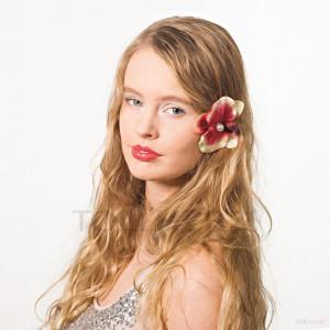 AB-140 Haarblüte, Haarblume Orchidee mit Perle in bordeuxrot-cremeweiß, Ø ca. 9 cm, Höhe ca. 2 cm
