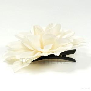 AB-196 Ansteckblume, Haarblume Dahlie in beige-hellelfenbein, Ø ca. 13 cm, Höhe ca. 4,5 cm