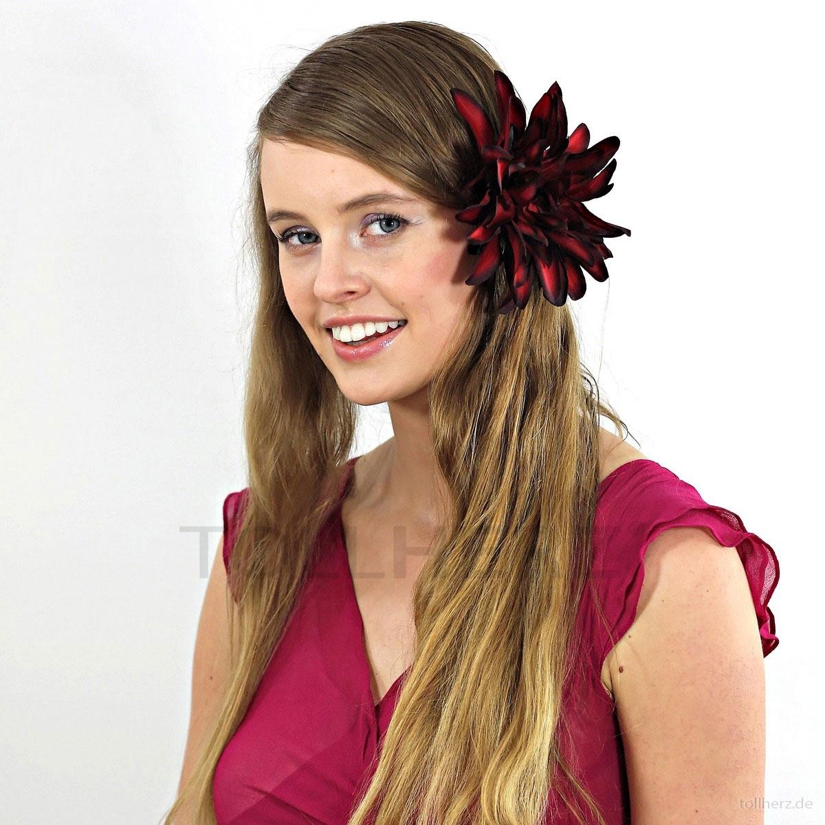 ... Haarblume Dahlie in dunkelrot-schwarz, Ø ca.15 cm, Höhe ca. 3,5 cm