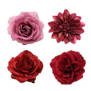 Ansteckblumen und Haarblumen in den Farben rot, bordeaux und purpur