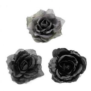 Ansteckrosen und Haarblüten in grau und schwarz